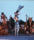 Création de masques, accessoires, marionnettes géantes et costumes en volume.