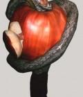 Réalisation de la pomme en plastazote et le serpent en molleton et lycra.